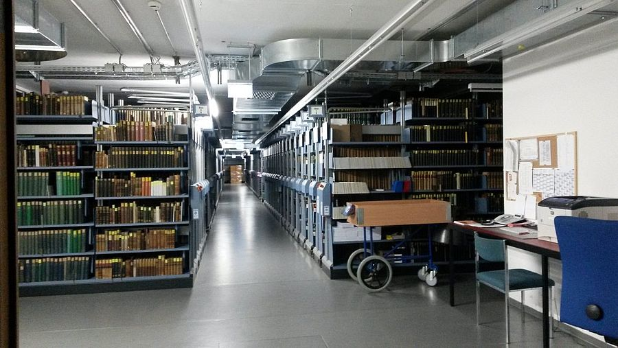 Regale in der Speicherbibliothek in Garching