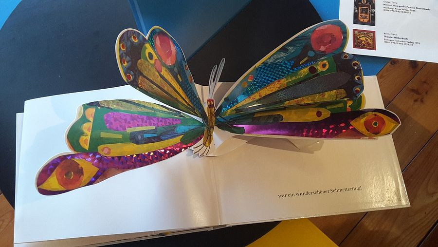 Schmetterling in einem Pop-up-Buch